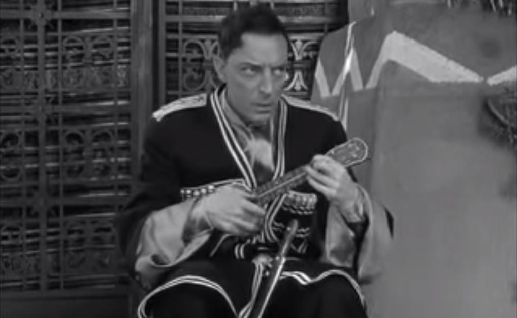 """Buster Keatons återhållna minspel gav honom smeknamnet """"stenansiktet"""". Här i filmen Pest from the west."""