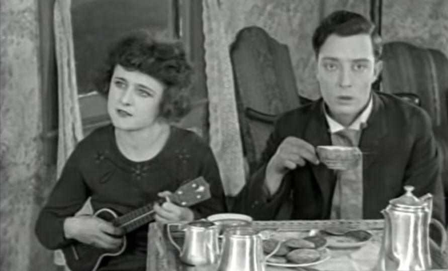 Miss Nickelnurser spelar ukulele för Buster Keaton i filmen The High Sign från 1921. Den första film Buster Keaton producerade.
