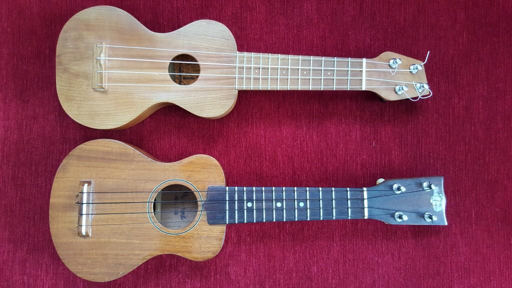 Två sopraniniukuleler bredvid varandra. Argapa (överst i bild) och Tangi (under).