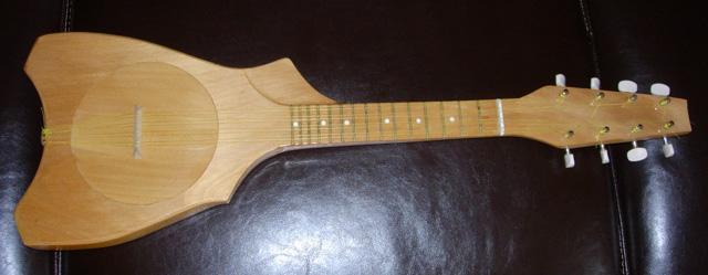 Tahitian_ukulele_1